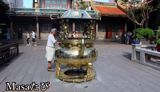 台北で占い龍山寺。おみくじは当たると評判!